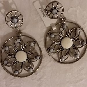 Vintage Boho Flower Earrings EUC